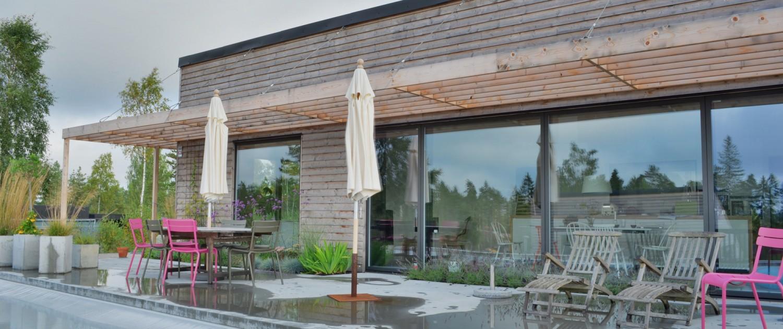 Sjöberg & Thermé Villa Bång med pool och uteplats i betong